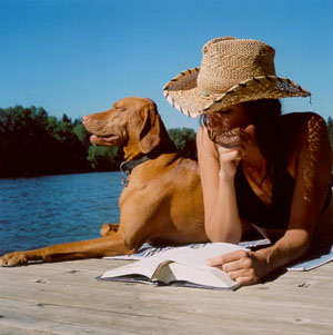 Julia Hammond and her Vizla, Sam